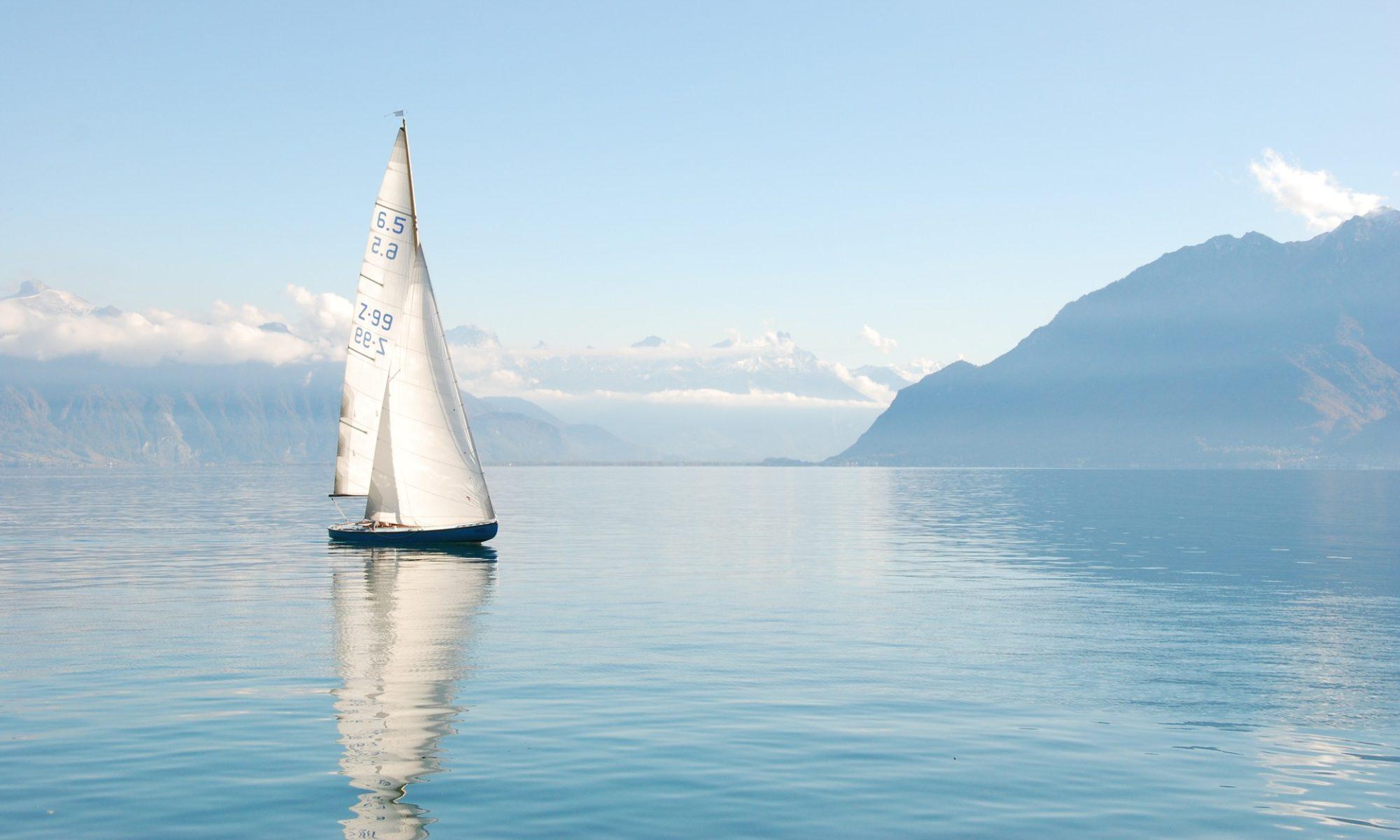Segelboote und Ruderboote